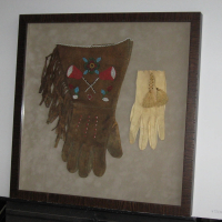 Gloves shadow box (2)