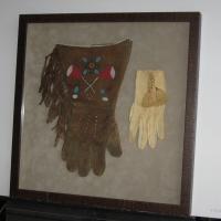 Gloves shadow box (2)